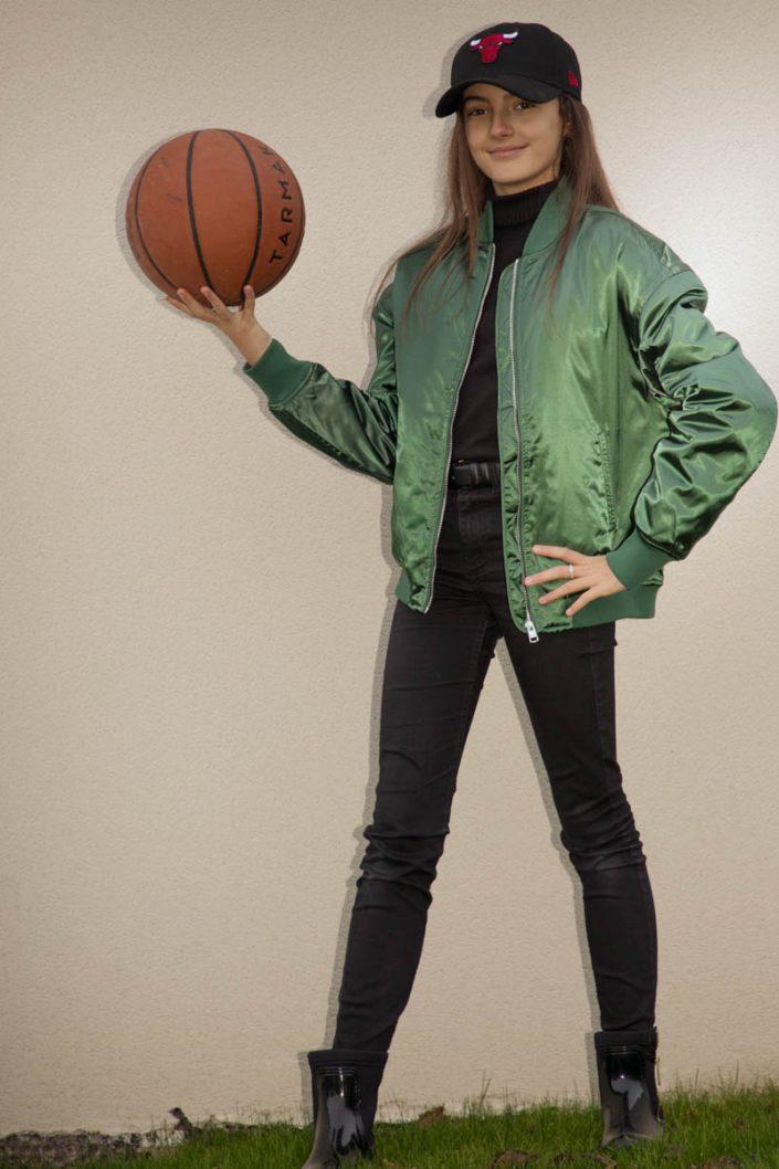 adolescente ballon basket
