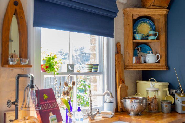 RESIDENCES cuisine rustique tons bleus et bois